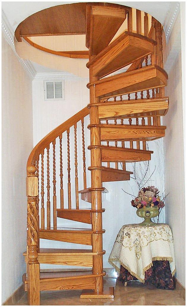 Cầu thang gỗ xoắn ốc tiết kiệm không gian