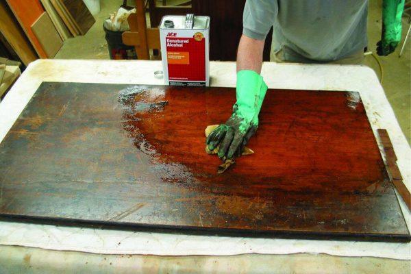 Cách sơn dầu bề mặt gỗ tại nhà