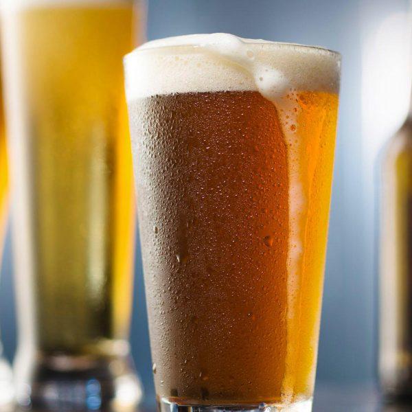bia giúp đánh bật vết bẩn trên gỗ