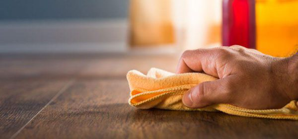 Cách tẩy vết bẩn của ruồi để lại trên gỗ