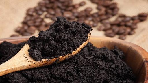 dùng bã cafe khử mùi