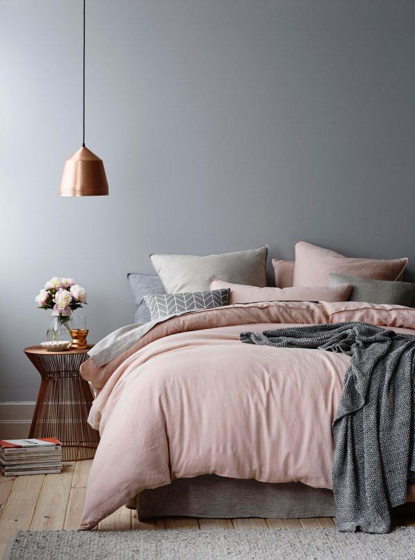 phòng ngủ màu xám nhẹ nhàng lãng mạn