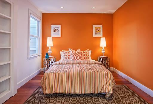 Phòng ngủ màu cam rực lửa